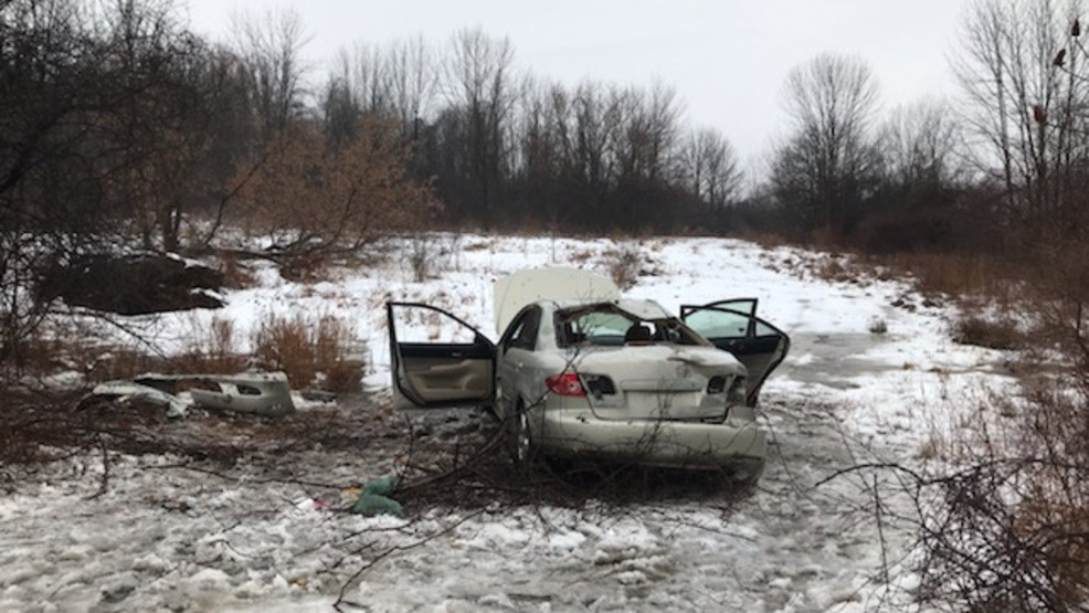 Troopers: One hospitalized after rollover crash in Skaneateles