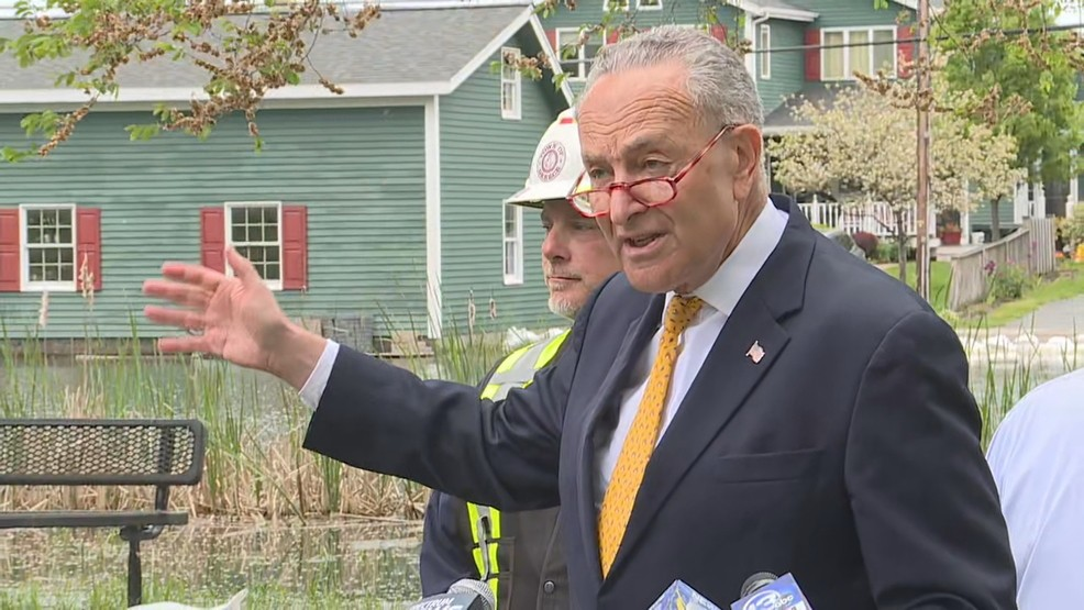 Sen. Chuck Schumer advocates for homeowners along Lake Ontario