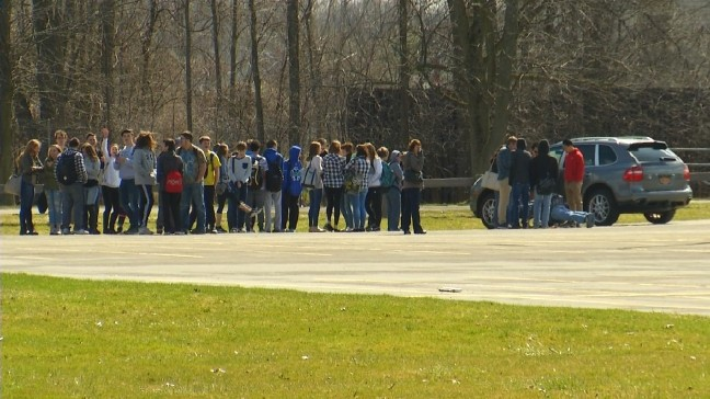 Sheriff's Office clears CNS High School after bomb threat | WSTM